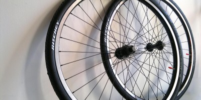 Urban bicycle wheels made with bMHR and Sun Rhyno Lite, Shimano Deore, Ritchey Tom Slick, and Wheelsmith components.